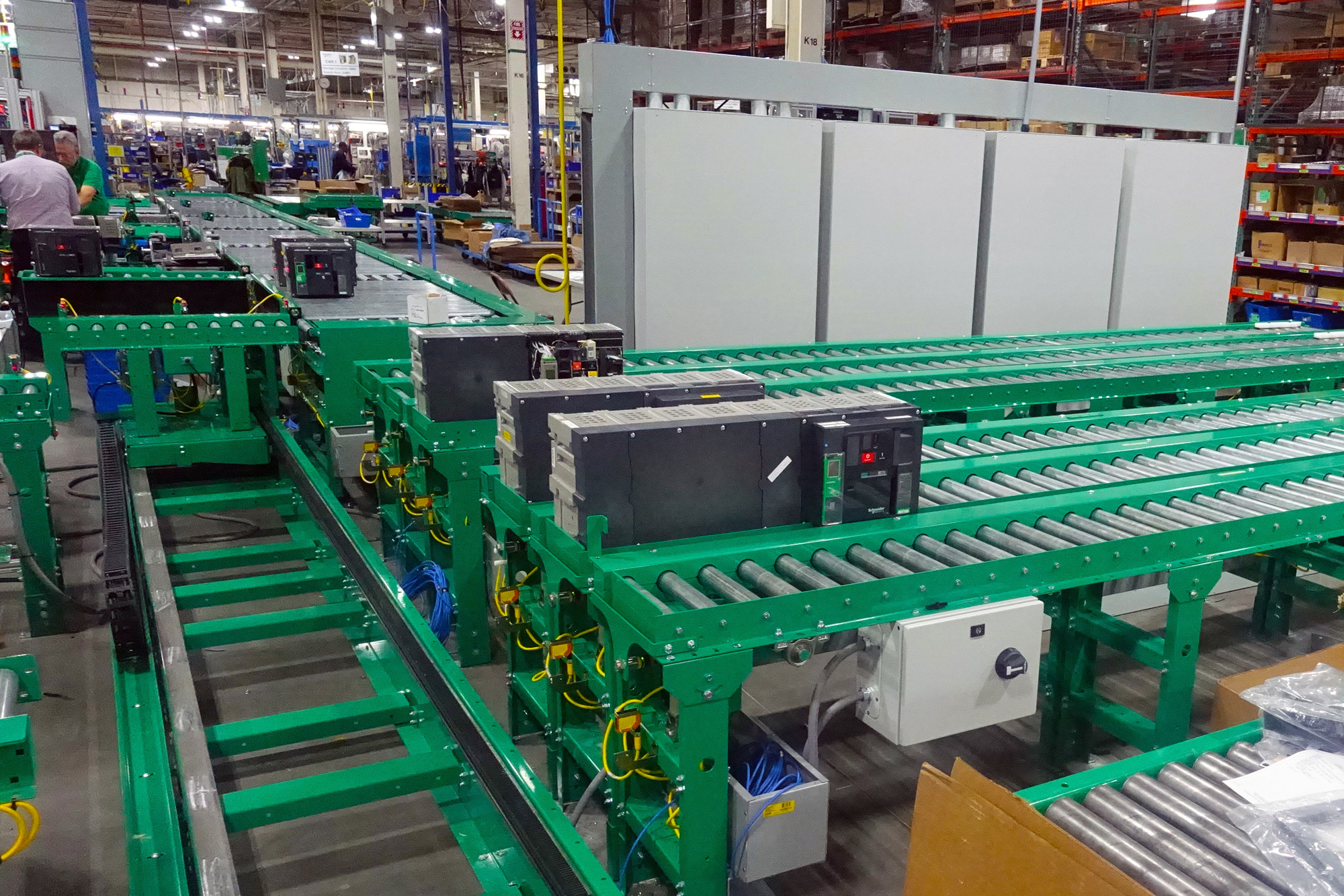Large electrical breaker assembl with Itoh rollers and shuttel car